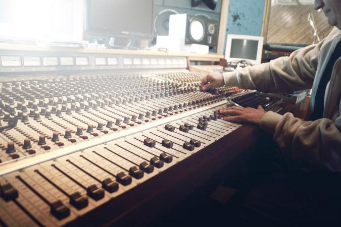 Play My Music: 5 Things to Know Before You Start Your Own Music Studio