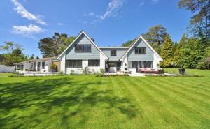 Beautiful house - Top 5 Home Improvement Projects to Tackle this Summer